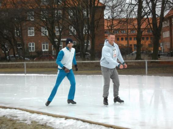Thomas og Jesper på Genforenings pladsen's skøjtebane.